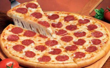 ¿Cómo preparar una pizza a la calabresa?