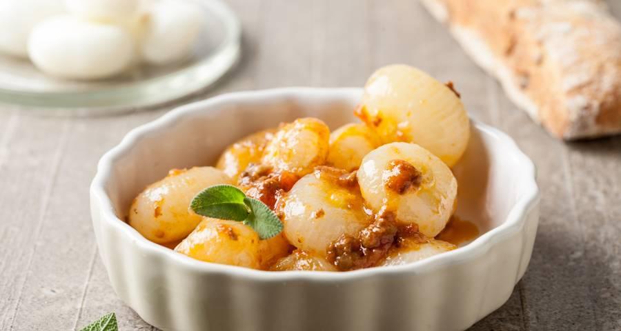 Los platos sabrosos con cebollas y sin lagrimas
