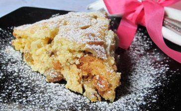 ¿Cómo preparar una torta de manzanas y pasas?