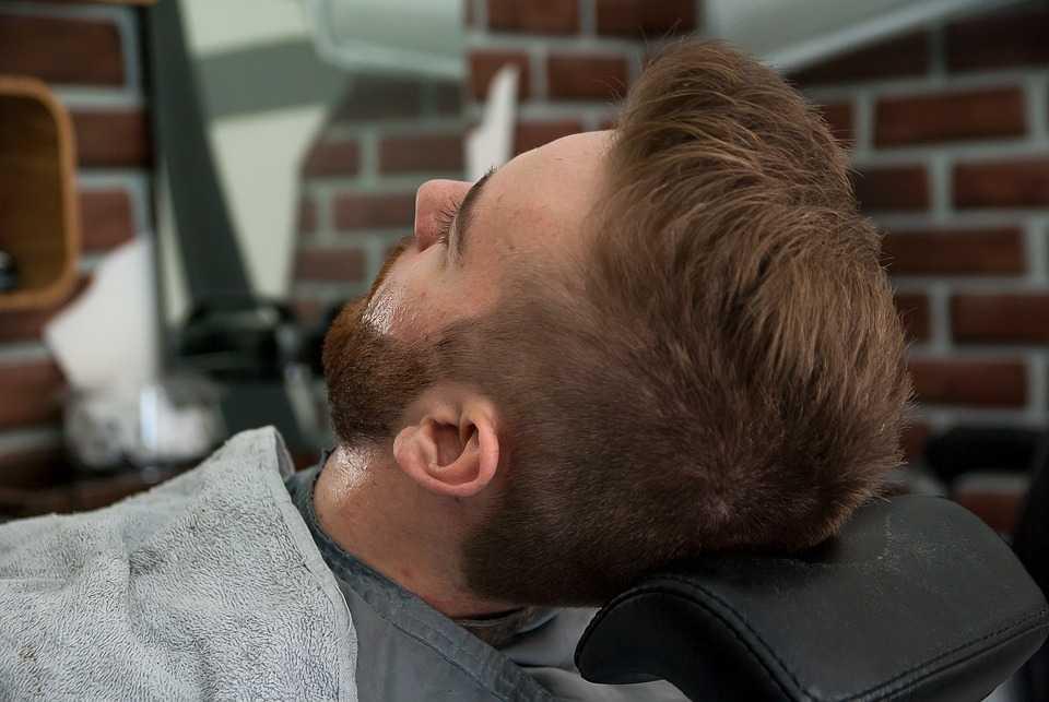 Cómo afeitarse líneas en las cejas
